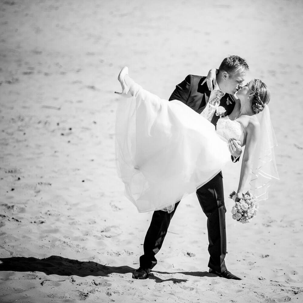 Trouwfotograaf trouwfoto in Rosmalen zandverstuiving