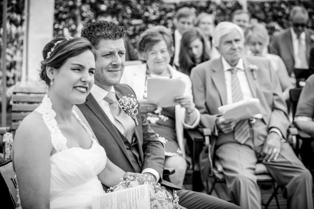 Trouwfoto bruidspaar tijdens ceremonie