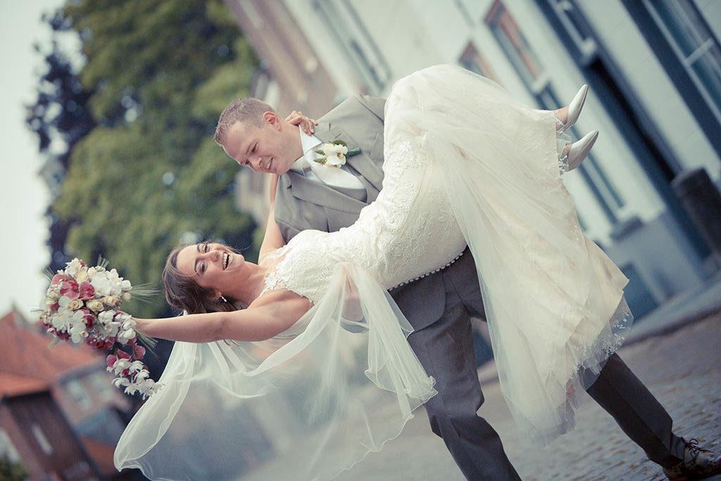 Spontane trouwfoto's gemaakt in Heusden, Noord Brabant