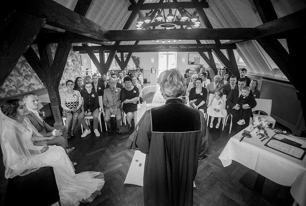 Trouwceremonie in Kasteel Maurick in Vught, fotografie Beeldbureau Trouwgeluk uit Vught.