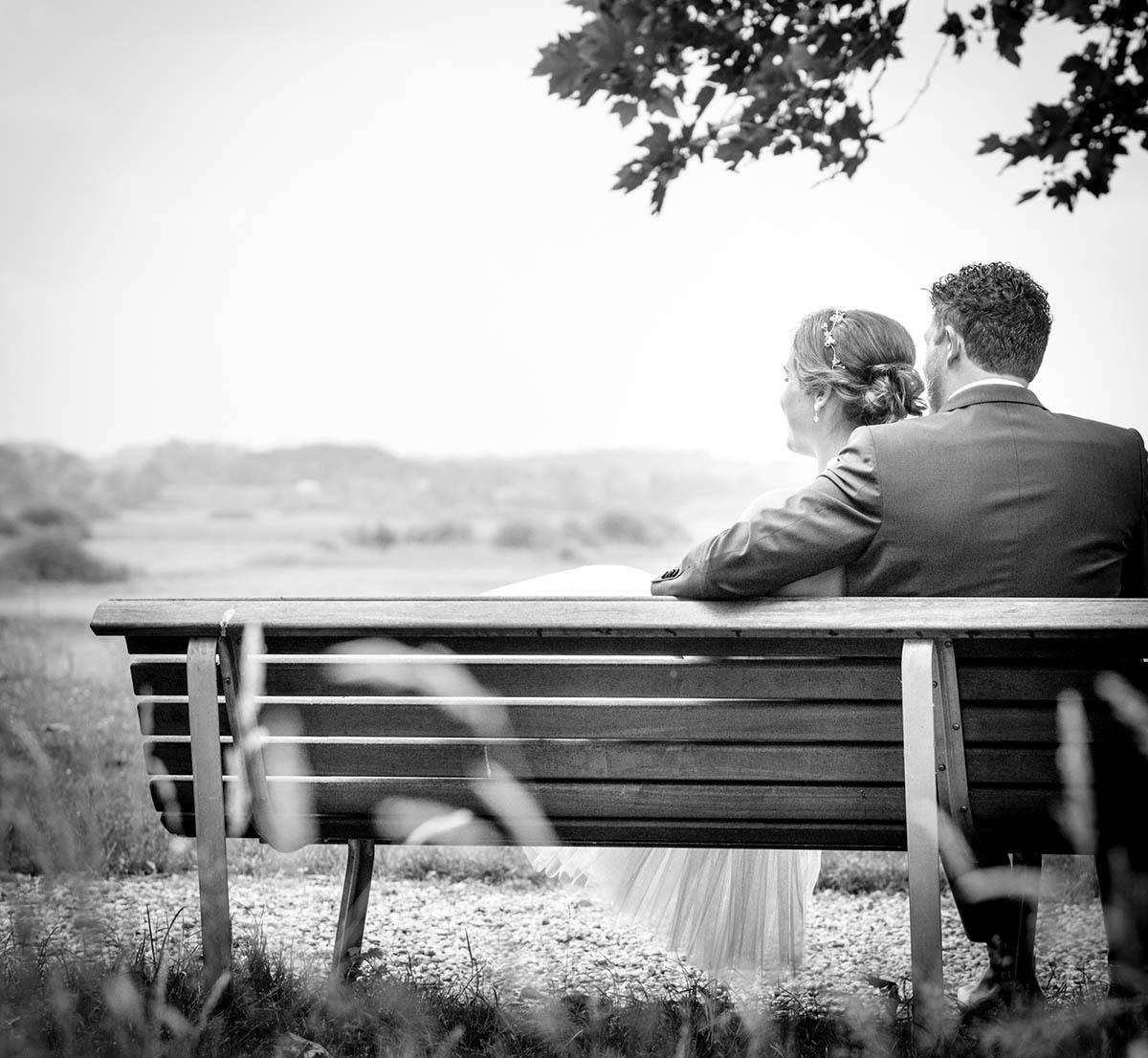 Bruidspaar tijdens bruidsreportage op trouwdag