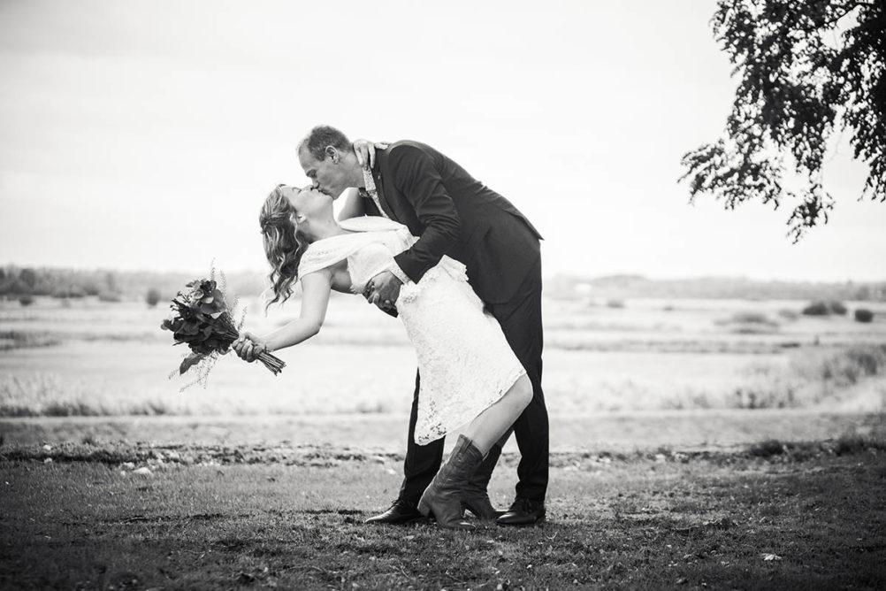 Passionele trouwfoto gemaakt door professionele trouwfotograaf