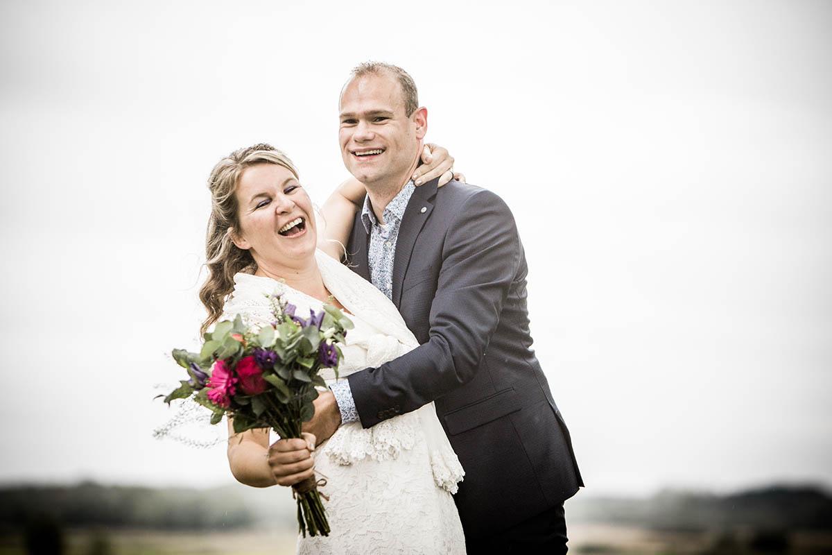 Liefdevolle trouwfoto gemaakt door bruidsfotograaf