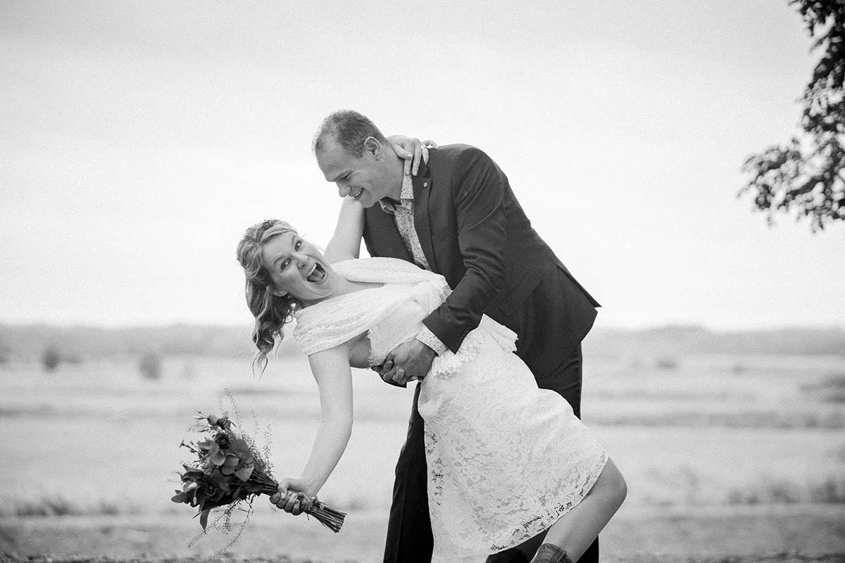 Spontane trouwfoto's gemaakt door trouwfotograaf