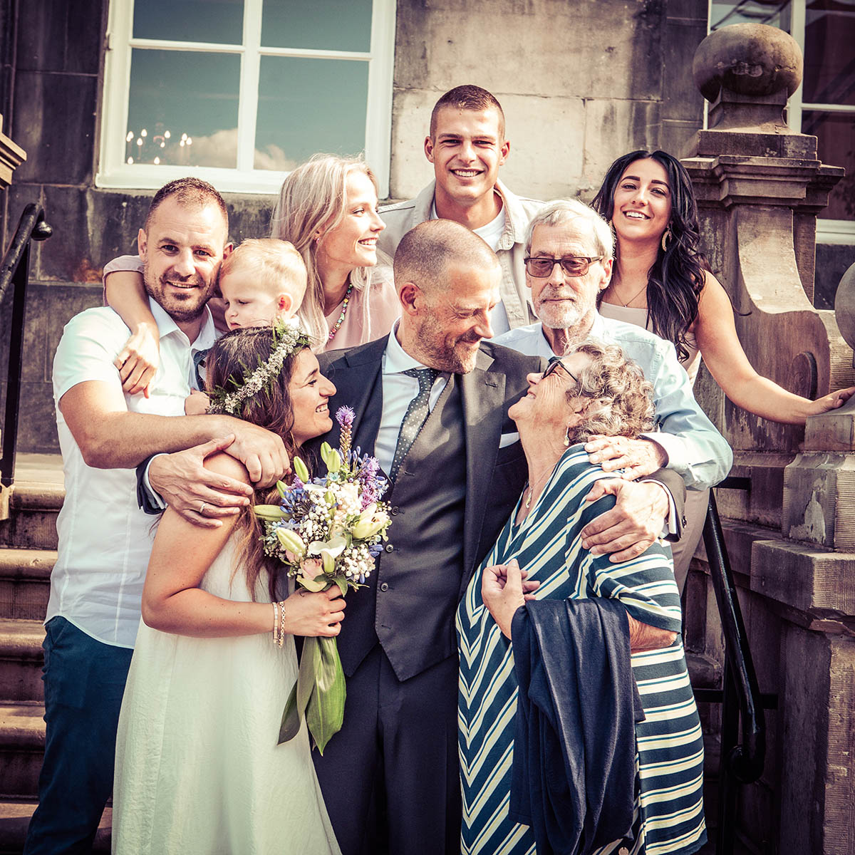 Groepsfoto klein bruiloft in Den Bosch