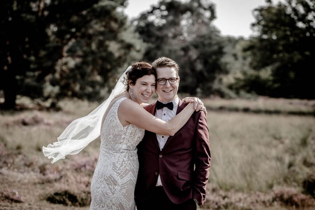 Bruidspaar fotosessie trouwen romantische foto